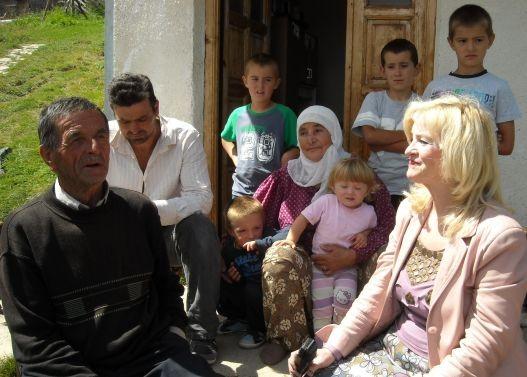 Danica Broketa sa porodicom Kurtagić, selo Čitluk