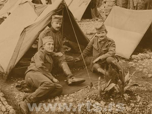 Три брата која су се после повлачења преко Албаније поново срела на Крфу
