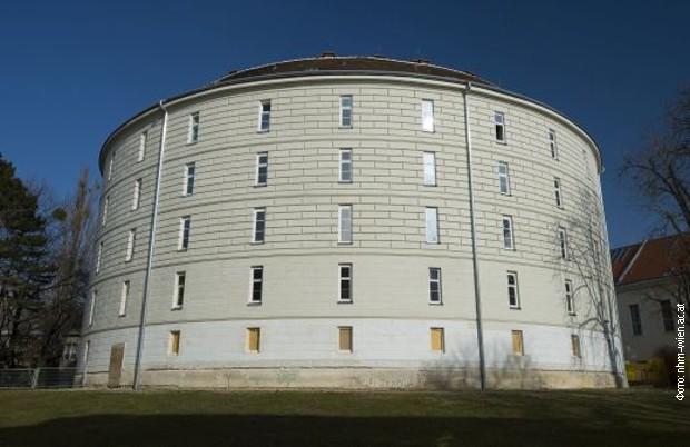 Zgrada prve psihijatrijske bolnice u Beču, u kojoj je 1833. umro Sava Mrkalj. Danas je u objektu smešten Patološki muzej Medicinskog univerziteta.