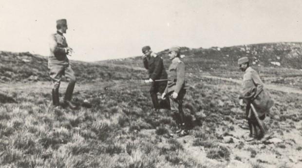 Регент Александар на положају са војводама Живојином Мишићем и Степом Степановићем и са генералом Петром Бојовићем (1917)