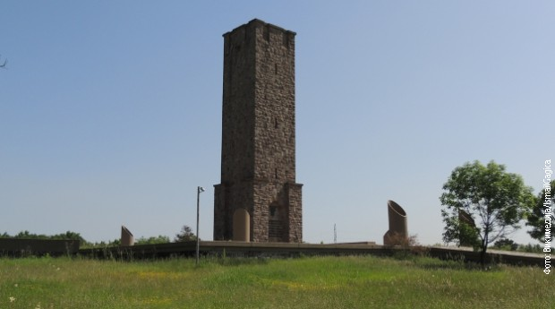 Spomenik kosovskim junacima na Gazimestanu