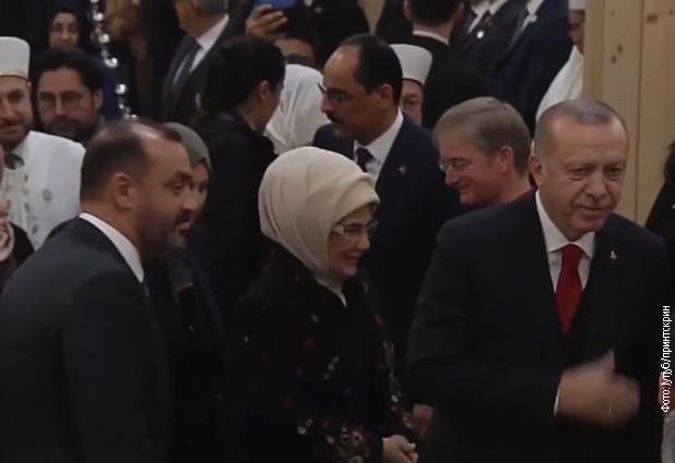 Supruga predsednika Turske u kaputu srpske kompanije (arhivska fotografija)