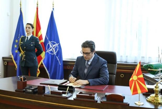 Pendarovski potpisao, Severna Makedonija i zvanično u NATO-u