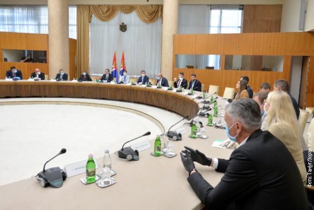 Vučić sa predstavnicima stranaka koje su najavile učešće na izborima
