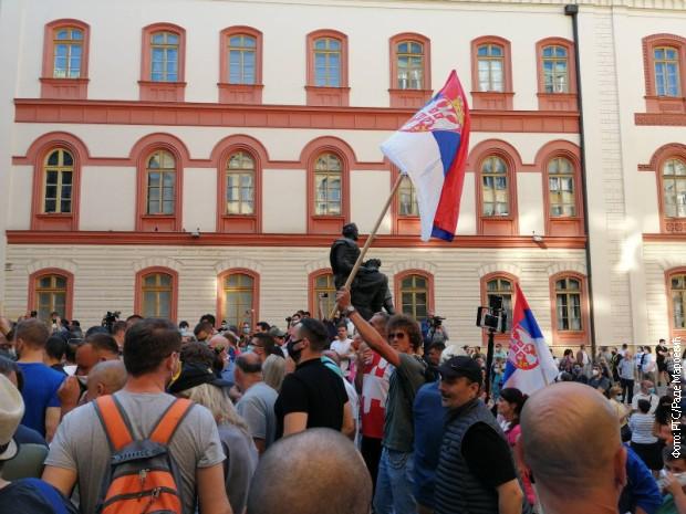 Okupljanje građana ispred Filozofskog fakulteta