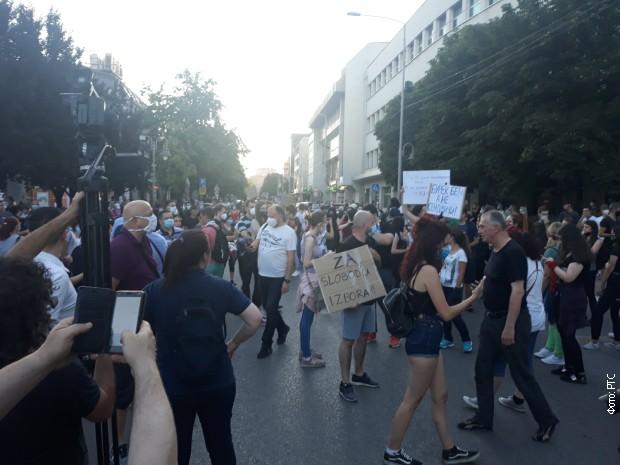 Протест испред Скупштине града у Нишу