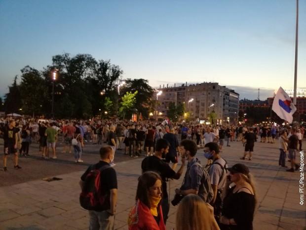 Протест испред Скупштине Србије