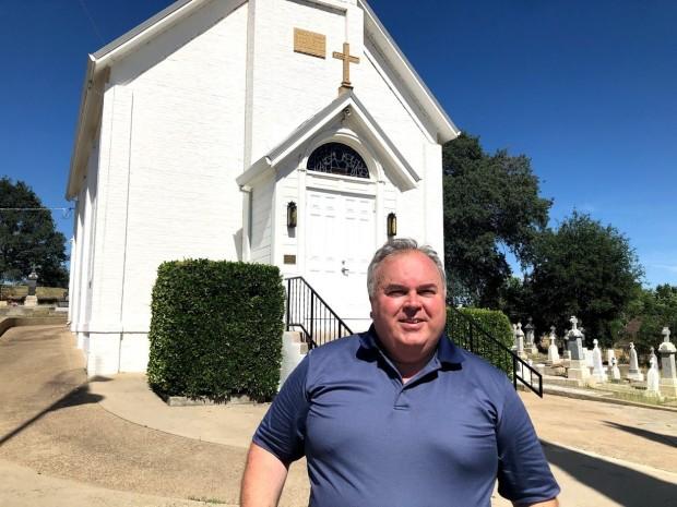 Александар Жигић испред цркве у Џексону