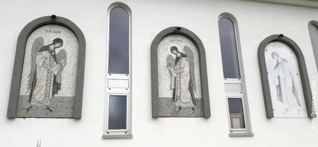 Monohromatski mozaici na crkvi u Kamenici