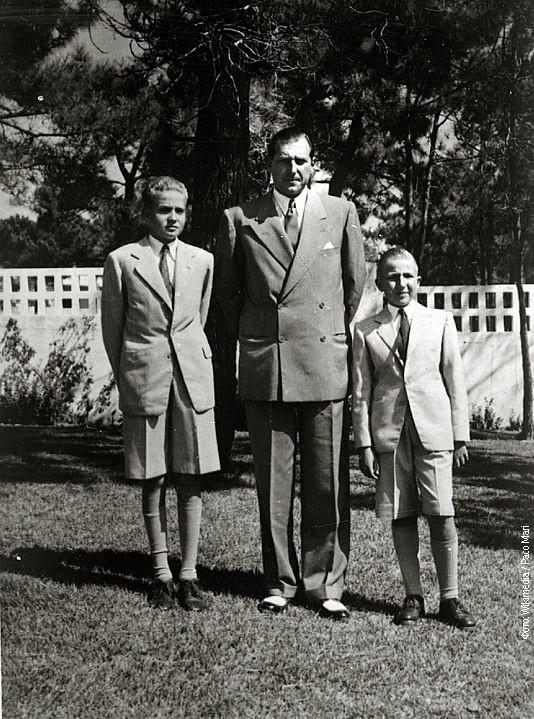 Huan Karlos (desno) sa ocem Huanom i bratom Alfonsom