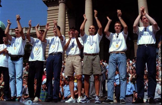 Reprezentativce je u Beogradu dočekalo više od 100.000 ljudi