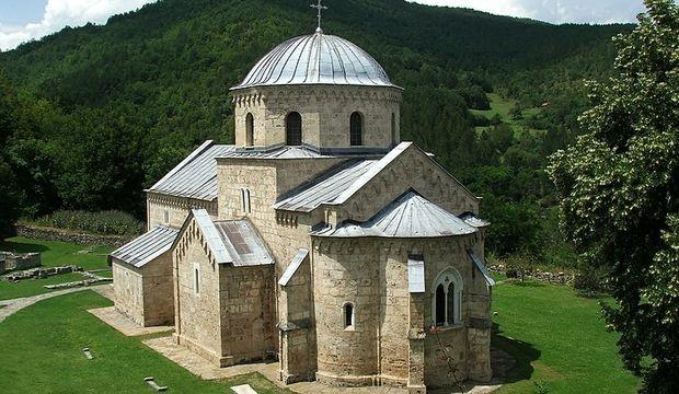 Manastir Gradac, zadužbina Jelene Anžujske