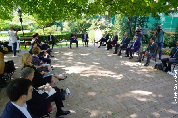 Гренел и делегација ДФЦ-а са привредницима из Београда и Приштине
