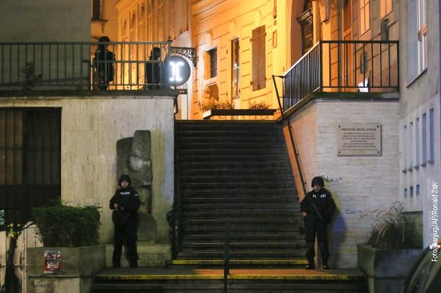 Полиција у близини синагоге код које се догодио напад