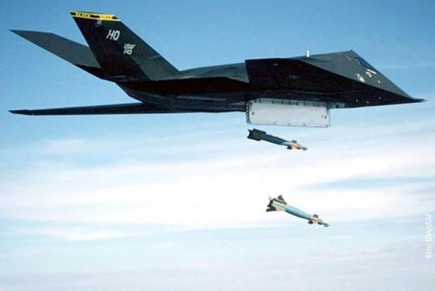 Ф-117 приликом испуштања бомби