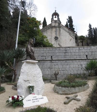 Spomenik Savi Vladislaviću u Herceg Novom, pokraj Crkve Svetog Đorđa