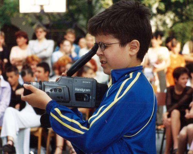 Слике из детињства - Борис са камером у основној школи у Суботици