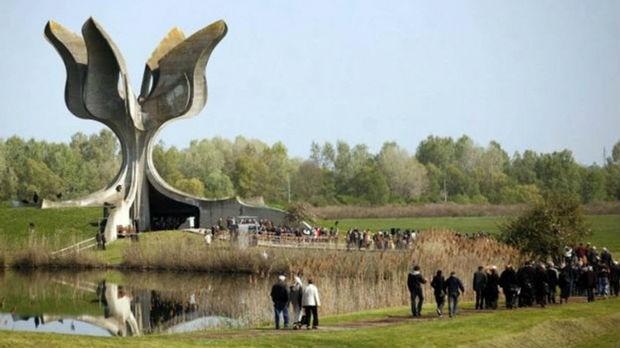 Spomenik Kameni cvet u Jasenovcu  je monumentalni spomenik posvećen svim žrtvama koje su stradale od strane ustaša u logoru Jasenovac tokom Drugog svetskog rata. Autor spomenika je arhitekta Bogdan Bogdanović. Spomenik je završen i svečano otvoren 1966. godine.