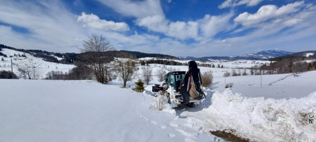 Golija i dalje pod snegom, čiste se putevi ka zavejanim zaseocima