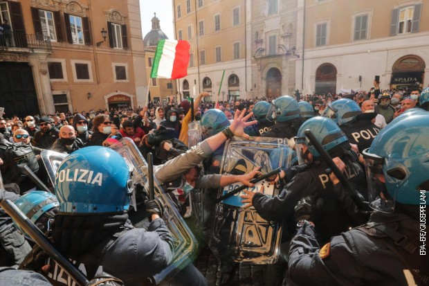 Protesti u Italiji – građani protiv restriktivnih mera, u Rimu sukobi sa policijom