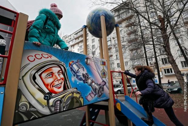 Mural Gagarina na dečjem igralištu u Moskvi