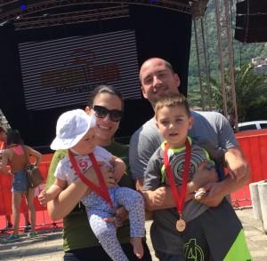Вања Бокун Поповић са супругом и децом