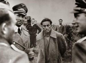 Јаков Џугашвили, Стаљинов син и деда Јакова Јевгенијевича Џугашвилија, у немачком заробљеништву. Стаљин је одбио да га размени за немачког фелдамаршала Фон Паулуса, заробљеног у Стаљинграду. Убијен у концентрационом логору Захсенхаузен, априла 1943.