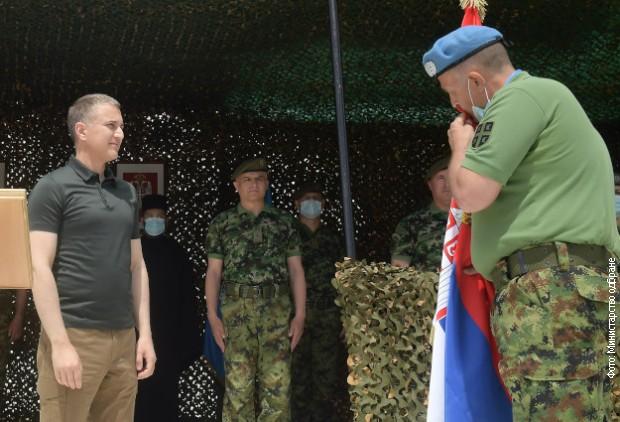 Ministar Nebojša Stefanović  na svečanom ispraćaju kontingenta pripadnika Vojske Srbije u Liban