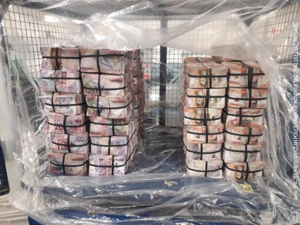 Policija u Londonu zaplenila više od pet miliona funti skrivenih u stanu
