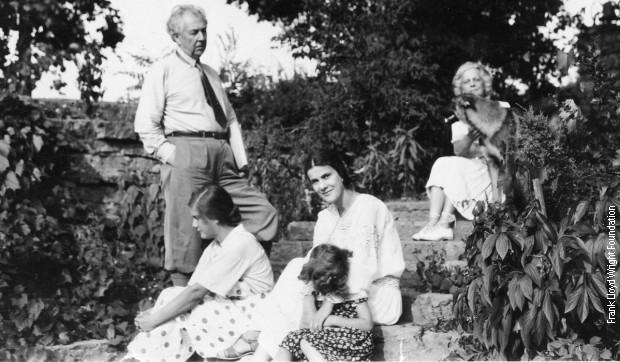 Svetlana, Jovana, Olgivana i Frenk Lojd Rajt u Talijesinu