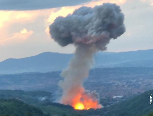 Iznad kruga fabrike formirao se oblak dima u obliku pečurke