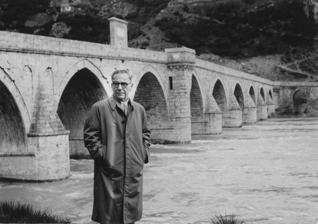 Покрај Мехмед-пашиног моста