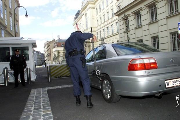 Obezbeđenje na ulazu u ambasadu SAD u Beču