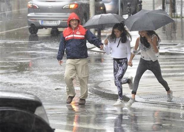 Velike padavine i olujni vetar očekuju se i danas