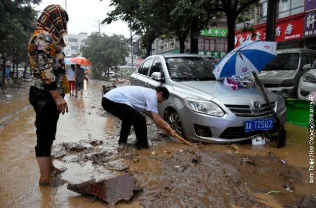 Pogođeno je više od 12 gradova, glavni putevi su zatvoreni,