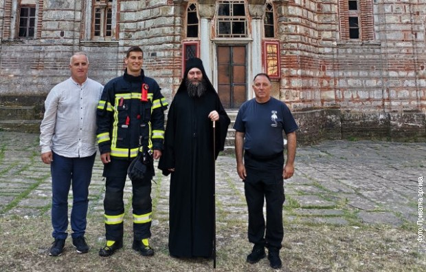 Humani vatrogasac Đorđe Vukićević posetio Hilandar i Solun