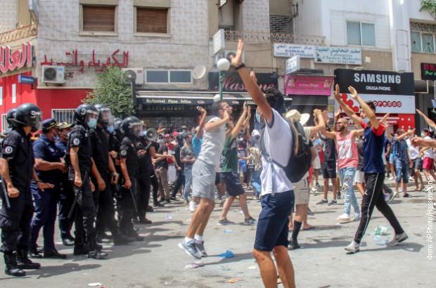 Napeto u Tunisu - predsednik smenio premijera, vojska opkolila i blokirala parlament
