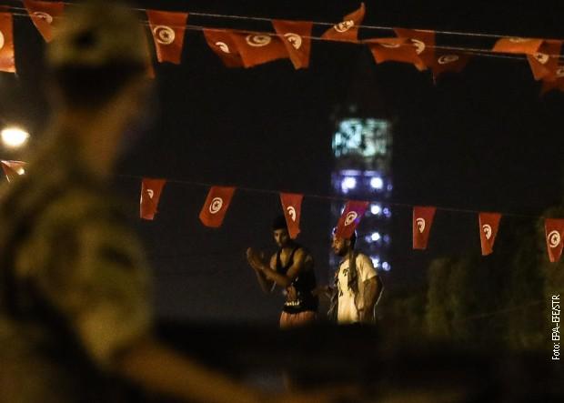 Tunis klizi u duboku krizu, predsednik uveo policijski čas ali ne zbog kovida