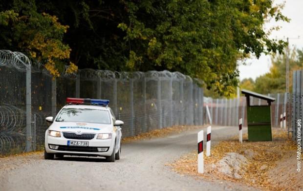 Mađarska policija zaustavila minibus sa migrantima, uhapšeni državljani Srbije i Austrije