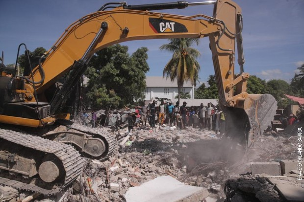 Gotovo 2.000 žrtava razornog zemljotresa na Haitiju, spasavanje ometa tropska oluja