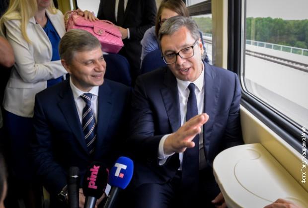 Do mesta na kojem je kolosek spojen, Vučić i ruski partneri došli vozom