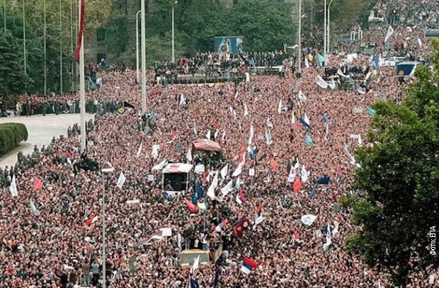 Демонстрације испред Скупштине Југославије