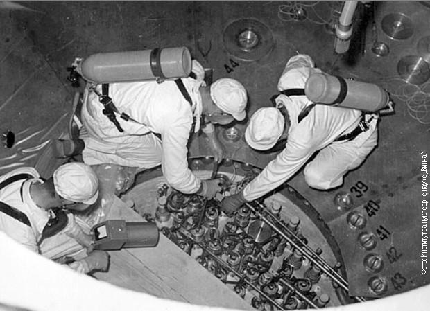 Polaganje šipki sa uranijumom u reaktor