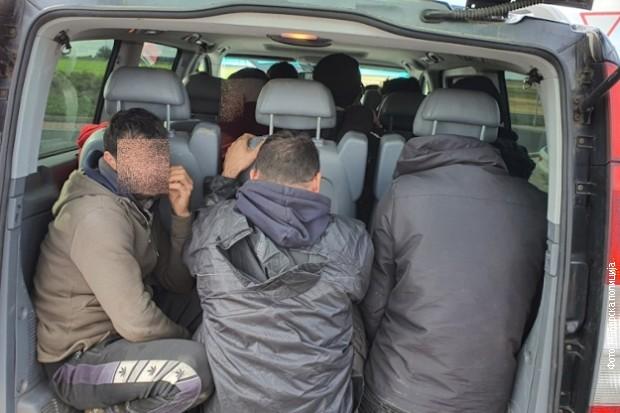 Mađarska policija privela tri državljana Srbije zbog krijumčarenja ilegalnih migranata